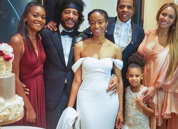 Jay-Z, Beyoncé e Blue Ivy no casamento de amigos  (Foto: Reprodução/Instagram)