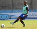 Naldo recebe nova oferta da Europa e chance de ficar no Grêmio é 'quase nula'