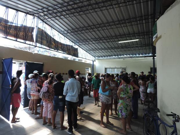 Defesa Civil faz cadastro de famílias em escola (Foto: Luna Markman/G1)