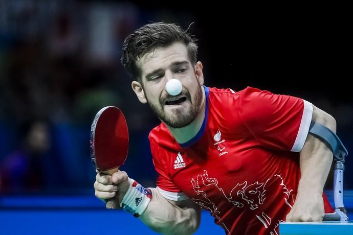 Descrição da imagem:  David Wetherill disputa partida de tênis de mesa (Foto: ITTF)