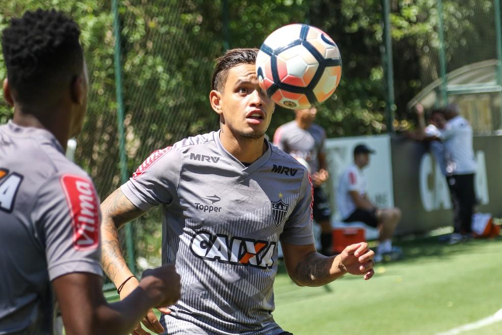 Meia depende dos exames médicos para assinar com o Vitória (Foto: Bruno Cantini/Atlético-MG)