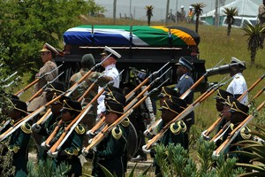 Após dez dias de homenagens, África do Sul enterra 'pai Mandela' (Elmond Jiyane, CGIS/AP Photo)