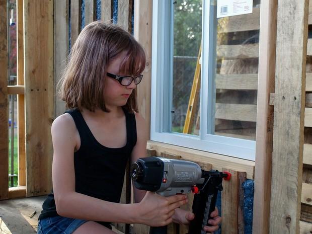 Hailey pretende construir 12 abrigos este ano (Foto: Reprodução/Facebook)