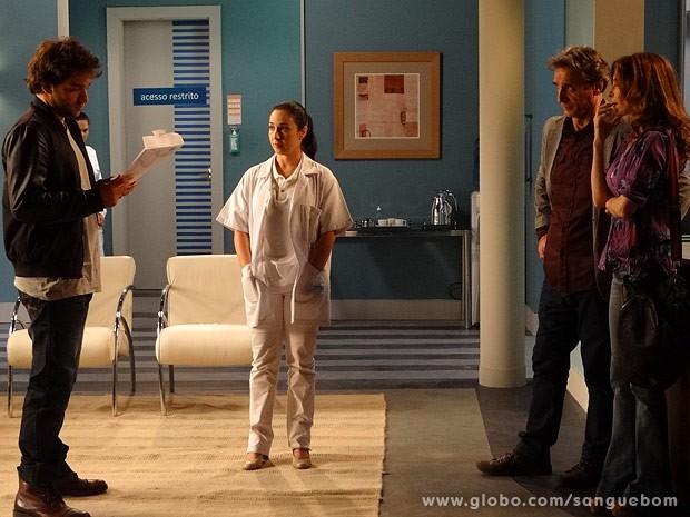 Fabinho vê o resultado do DNA: ele NÃO é filho de Plínio (Foto: Sangue Bom/TV Globo)