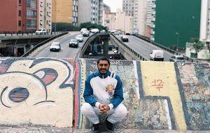 Ainda mais indignado e feliz da vida, Criolo volta ao Lollapalooza pra dar recado e 'fazer as pedras rolarem' também ao som do rap