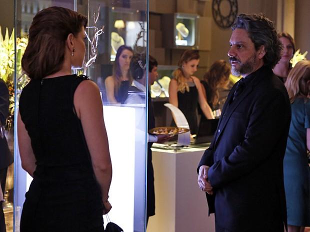 Hora do troco: Cris fala tudo o que pensa a respeito do comendador (Foto: Fábio Rocha / TV Globo)