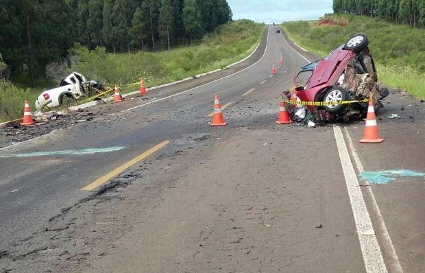 Carros bateram de frente e quatro pessoas morreram na BR-158, no RS (Foto: Divulgação/PRF)