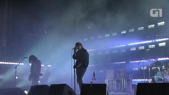 Strokes fazem 'baile da saudade' indie no fim do Lollapalooza