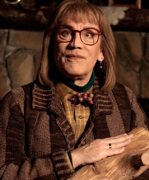 Malkovich como a Log Lady de 'Twin Peaks' (Foto: Reprodução)