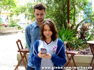O personagem de Dieter Fuhrich seduz adolescente, vivida por Clara Tiezzi (Foto: Malhação/TV Globo)