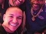 Adriano faz festão em boate do Rio e ostenta com carrão de R$400 mil