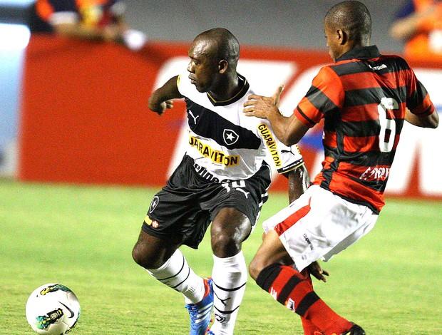 Seedorf na partida do Botafogo contra o Atlético-GO (Foto: Carlos Costa / Futura Press)