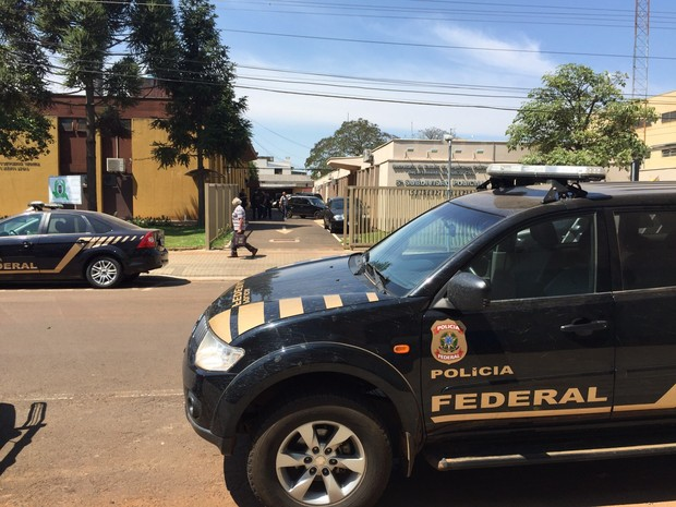 Operação concentrada em Pato Branco, no sudoeste do Paraná, reúne 70 policiais federais (Foto: Michelli Arenza / RPC)