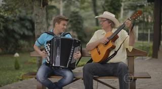 """Michel Teló canta com Sérgio Reis no """"Bem Sertanejo"""" (Foto: Reprodução )"""