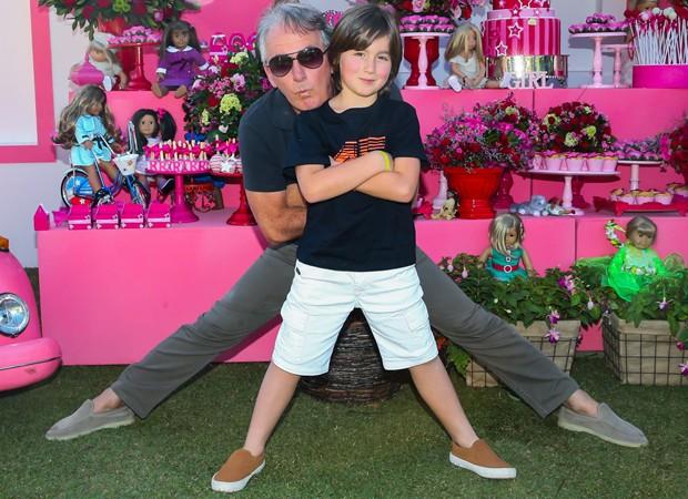 Otávio Mesquita e o filho caçula, Pietro (Foto: Manuela Scarpa/Brazil News)