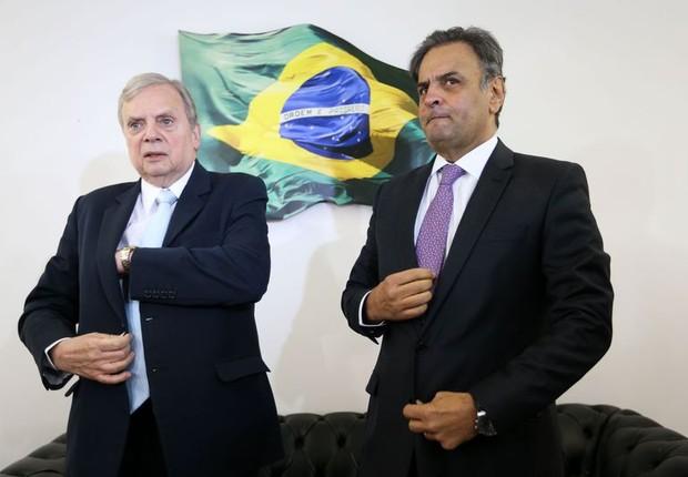 O presidente licenciado do PSDB, senador Aécio Neves, anuncia que o senador Tasso Jereissati permanecerá na presidência interina do PSDB (Foto: Marcelo Camargo/Agência Brasil)
