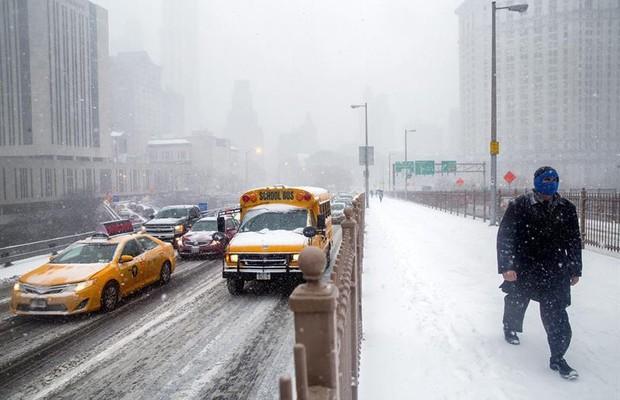 Nova York fica paralisada por nevasca histórica