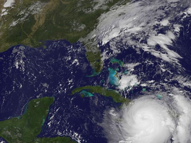 Imagem de satélite registrada pela Nasa mostra o furacão Matthew nesta terça-feira (4) sobre o Mar do Caribe (Foto: HO / NOAA-NASA GOES PROJECT / AFP)