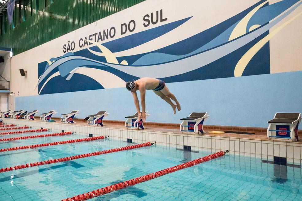 Com oito semanas de treino, Rodrigo vai competir em cinco modalidades de natação (Foto: Fabio Tito/G1)