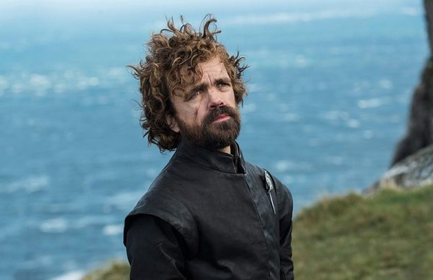 Fãs de 'Game of thrones' apostam que o anão Tyrion é um Targaryen, já que os dragões de Daenerys ficaram tranquilos na sua presença, num episódio da sexta temporada. Isso também explicaria o desprezo que o pai tinha por ele (Foto: HBO)