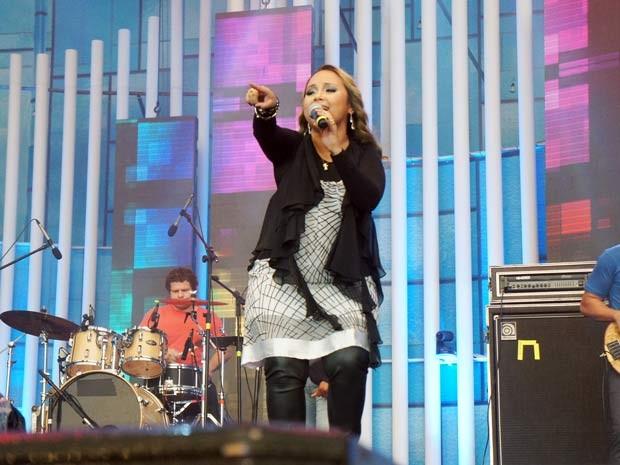 Cantora Bruna Karla foi a segunda a se apresentar no Festival Promessas (Foto: Ricardo Moreira / G1)