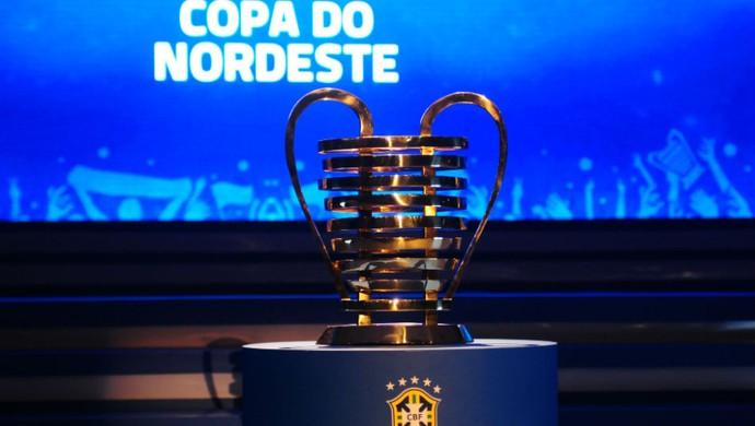 Sorteio da Copa do Nordeste - taça (Foto: Alexandre Lago/GloboEsporte.com)