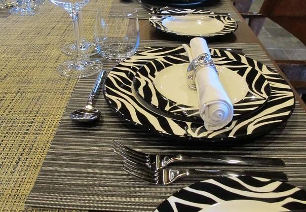 Restaurante do hotel é inspirado em temática africana (Foto: Reprodução Facebook)
