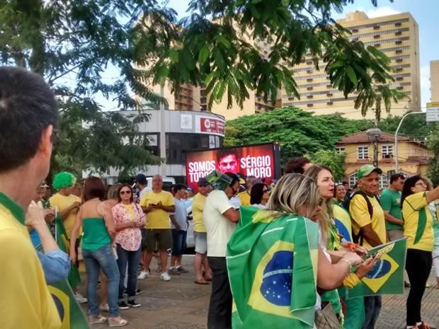 Moradores de Volta Redonda protestam contra corrupção  (Foto: Arquivo Pessoal/Andréa Maciel)