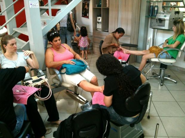 Salões de beleza aumentam faturamento em até 40% no Ano Novo, em Itapetininga (Foto: Cláudio Nascimento/ TV TEM)