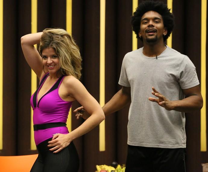 Mariana Santos sensualiza em ensaio do Dança (Foto: Isabella Pinheiro / Gshow)