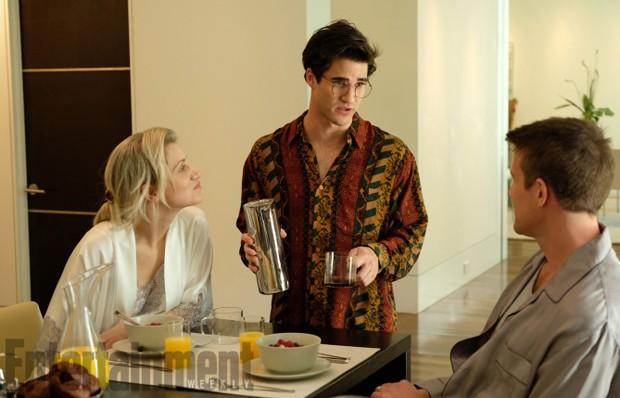Darren Criss (centro) como Andrew Cunanan (Foto: Reprodução/Entertainment Weekly)