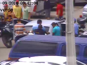 Prisão de suspeitos de arrombamento em Santa Cruz do Capibaribe, Pernambuco (Foto: Reprodução/ TV Asa Branca)