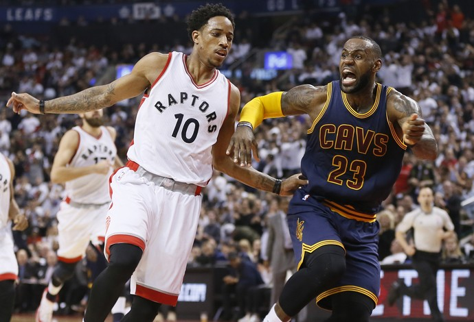 DeMar DeRozen vs. LeBron James - Toronto Raptors vs. Cleveland Cavaliers (Foto: Reuters)