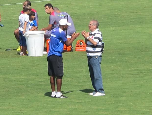 Cristóvão Borges e Aníbal Rouxinol reunião treino Vasco São Januário (Foto: Gustavo Rotstein / Globoesporte.com)