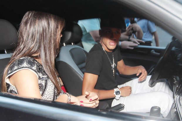 Neymar deixa boate com a namorada (Foto: Francisco Cepeda / Ag.News)