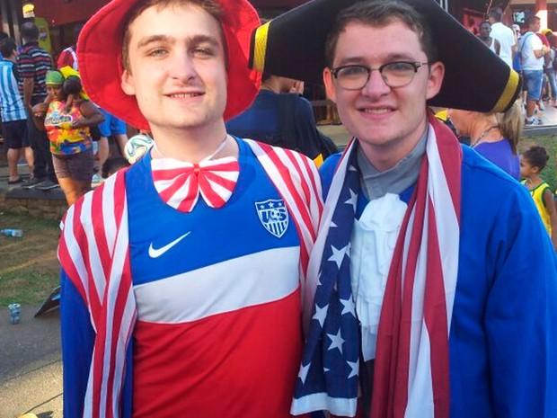 Torcedores americanos na região do Dique do Tororó antes de entrar para o jogo EUA x Bélgica em Salvador (Foto: Ruan Melo/G1 BA)