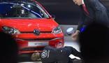 Comediante invade apresentação da Volkswagen (Fabrice Coffrini/AFP)