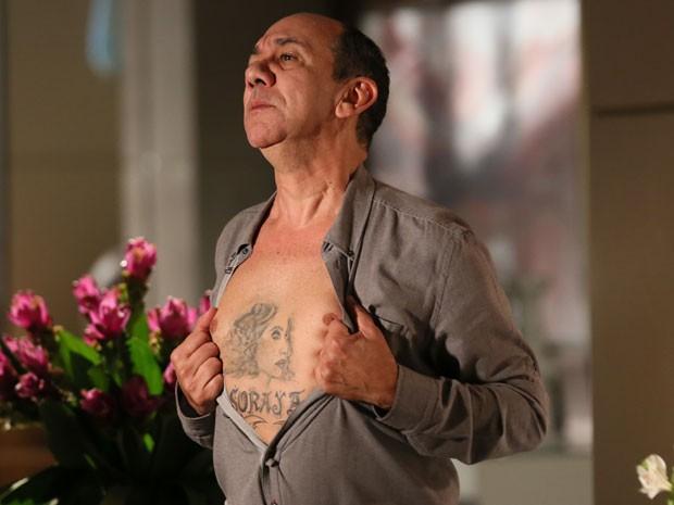 Na hora da gravação, Frank Menezes mantém a seriedade (Foto: Isabella Pinheiro/Gshow)