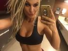 Fernanda Lacerda exibe boa forma em selfie e manda indireta