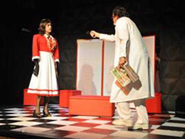 Espetáculo conta histórias de amor, sexo e traição (Foto: Lucas Serpa/ Cia. da Farsa)