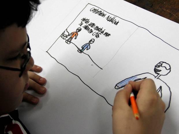 Aluno da Fundação aprende conceitos de história em quadrinhos. (Foto: Fabrizio Rodriguez/Divulgação Fundação Curro Velho)