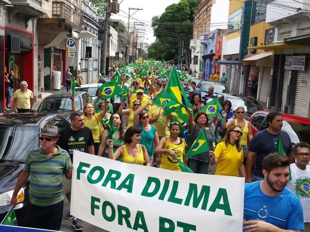 Em Piracicaba (SP), os organizadores contaram 5 mil pessoas no grupo contrário ao governo federal. A PM não soube informar a quantidade. (Foto: Reprodução/TVG)