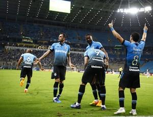 Gremistas vibram após vitória sobre o Figueirense
