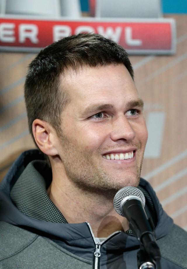 Tom Brady em coletiva de imprensa pré-Super Bowl (Foto: Getty Images)