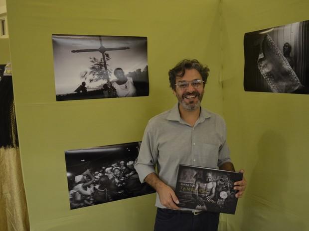 Publicação é o terceiro livro do fotógrafo Maurício de Paiva (Foto: John Pacheco/G1)