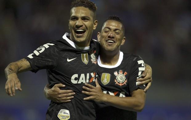Guerrero e Ralf comemoram gol do Corinthians sobre o San Jose (Foto: AP)
