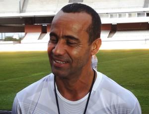 Ailton Ferraz, auxiliar técnico de Jorginho no Flamengo, jogou no Remo em 1999 e 2000 (Foto: Pedro Cruz)