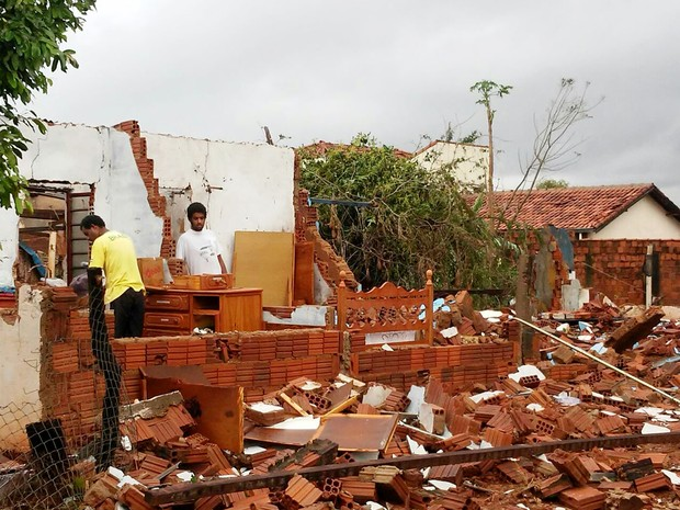 Casa foi destruída durante o temporal em Panorama (Foto: Emerson Rodrigues/Panorama Notícias/Cedida)