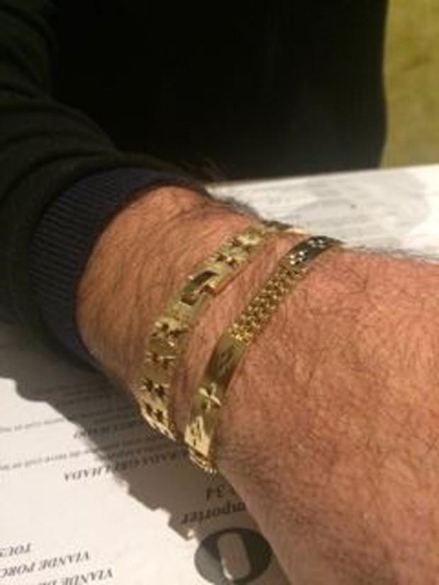 Gretchen presenteou o marido com duas pulseiras de ouro (Foto: Arquivo pessoal)