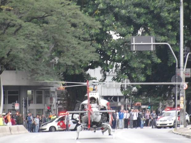 Helicóptero pousa na Consolação (Foto: Thiago Claro/VC no G1)